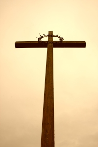 Picture of a cross with a crown of thorns